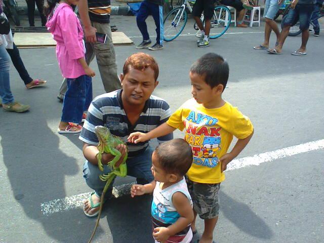 Berbagai kegiatan budaya di Jln. Basuki Rahmat - Jln. Dhoho, Kediri (6/6)