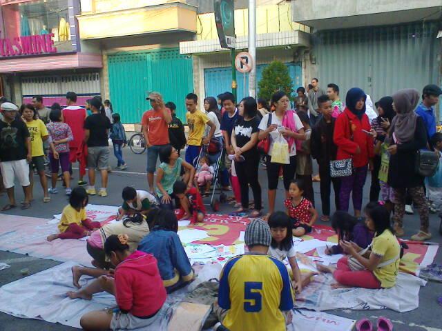 Berbagai kegiatan budaya di Jln. Basuki Rahmat - Jln. Dhoho, Kediri (2/6)